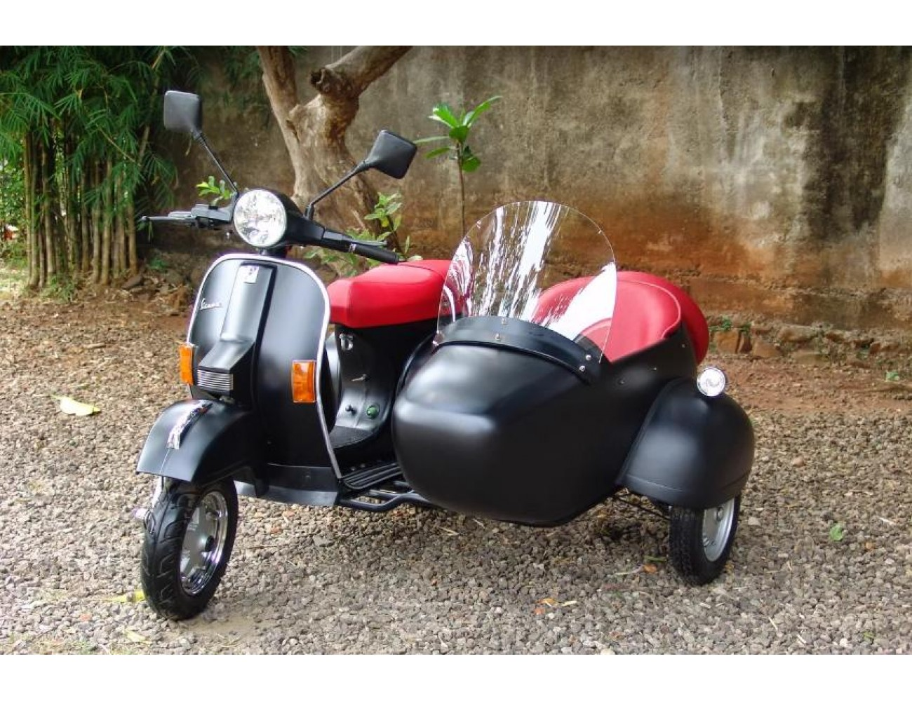 VESPA Italian Scooter PX 150cc with Sidecar