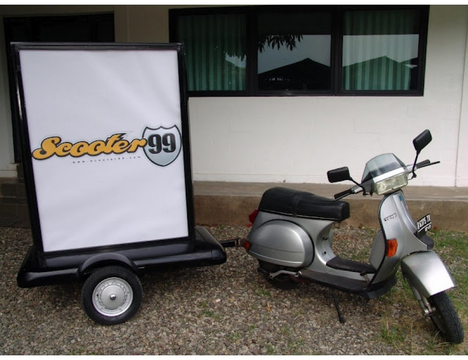 Trailer Advertising Vespa