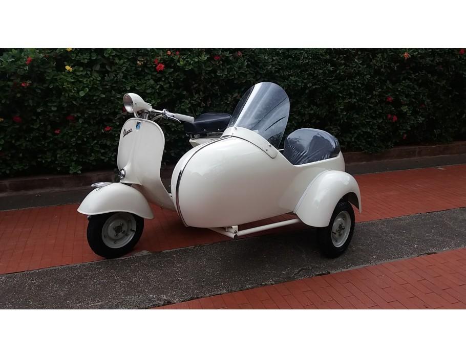Vespa with Sidecar Struzzo